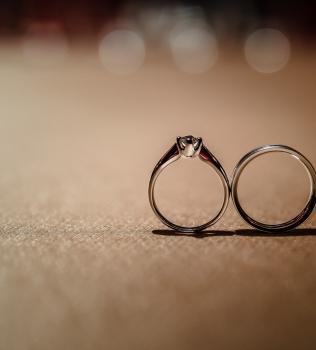 婚戒由來與戴法,訂婚戒指該戴哪隻手呢?